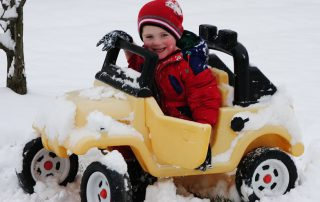 Must have items in your car this winter   PaintAndBody