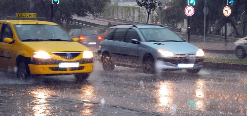 Driving in the rain safety tips | Davis Paint & Collision Auto Center
